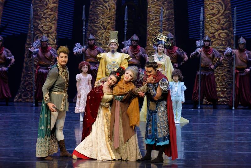 Η επίσκεψη πριγκηπισσών ` s στην κουρτίνα οικογένεια-ουρών: ` Δρόμος ` μεταξιού - επική πριγκήπισσα ` μεταξιού δράματος ` χορού στοκ φωτογραφία με δικαίωμα ελεύθερης χρήσης