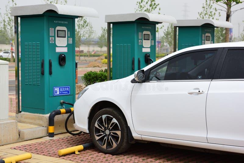 Η λεπίδα χρέωσης ηλεκτρικό όχημα στοκ φωτογραφία