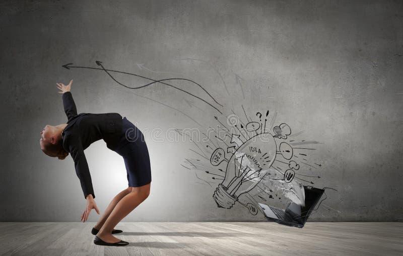 Η επιχειρηματίας αποφεύγει τις ιδέες παφλασμών στοκ εικόνες με δικαίωμα ελεύθερης χρήσης