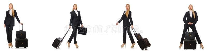 Η επιχειρηματίας με τη βαλίτσα που απομονώνεται στο λευκό στοκ εικόνες με δικαίωμα ελεύθερης χρήσης