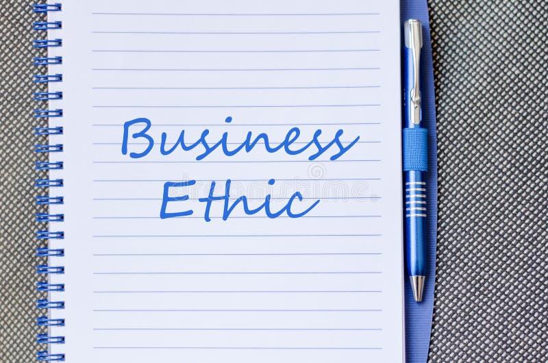 Η επιχειρησιακή ηθική γράφει στο σημειωματάριο στοκ εικόνα