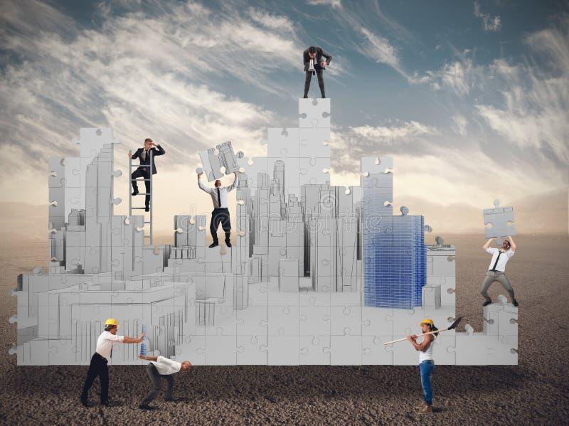 Η επιχειρησιακή ομάδα χτίζει μαζί στοκ φωτογραφία με δικαίωμα ελεύθερης χρήσης