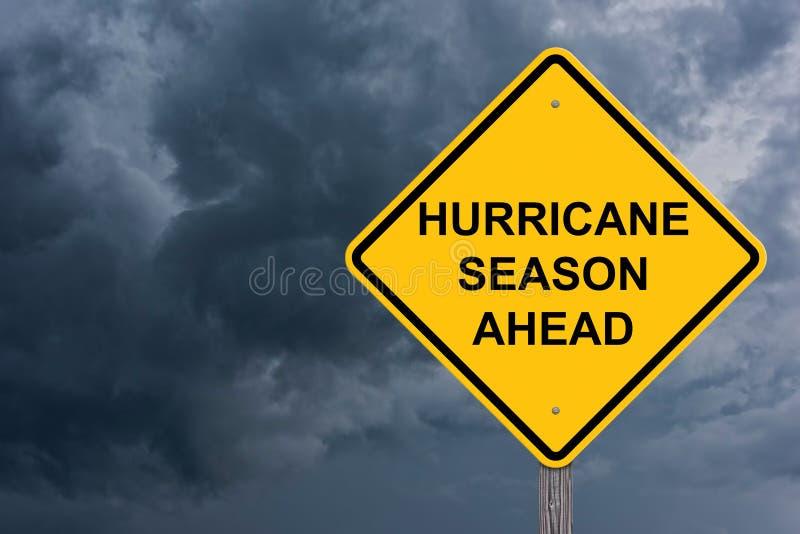 Η εποχή τυφώνα προειδοποιεί μπροστά το σημάδι στοκ φωτογραφία