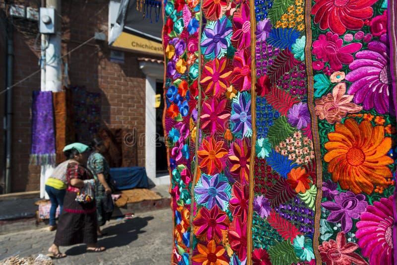 Η λεπτομέρεια ενός ζωηρόχρωμου υφάσματος που είναι από τους τοπικούς ανθρώπους σε μια αγορά οδών στην πόλη Chichicastenango, στη  στοκ φωτογραφία με δικαίωμα ελεύθερης χρήσης