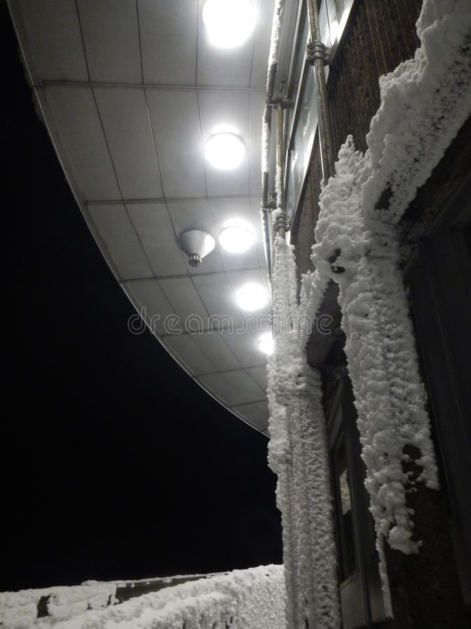 Η λεπτομέρεια νύχτας ενός κτηρίου ο λόφος τσεχικό σε repuvblic στοκ εικόνα