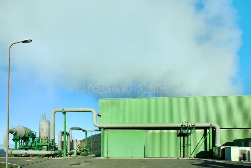 η ερχόμενη ενέργεια γεωθερμική έξω ο ατμός στοκ φωτογραφία με δικαίωμα ελεύθερης χρήσης