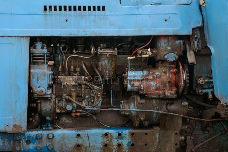 Η εσωτερική ρύθμιση της παλαιάς βρώμικης μηχανής στοκ εικόνες