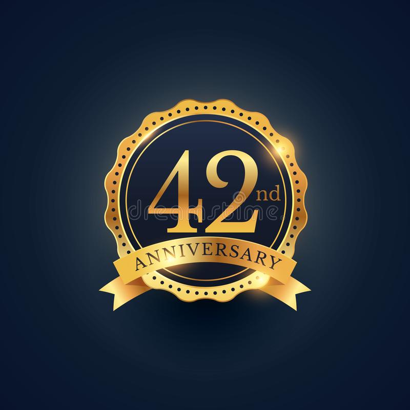 42$η ετικέτα διακριτικών εορτασμού επετείου στο χρυσό χρώμα ελεύθερη απεικόνιση δικαιώματος