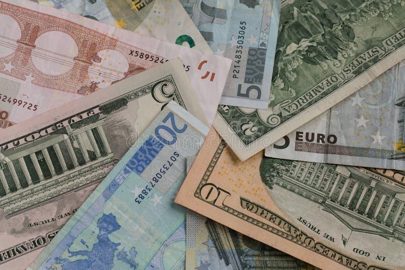 Η ευρο- ΕΥΡ και αμερικανικά δολάρια νομίσματος Δολ ΗΠΑ στοκ εικόνες