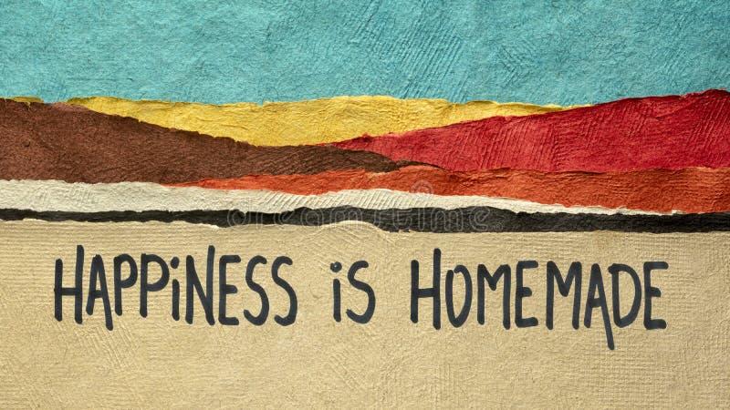 Η ευτυχία είναι σπιτική - εμπνευσμένη νότα στοκ φωτογραφίες