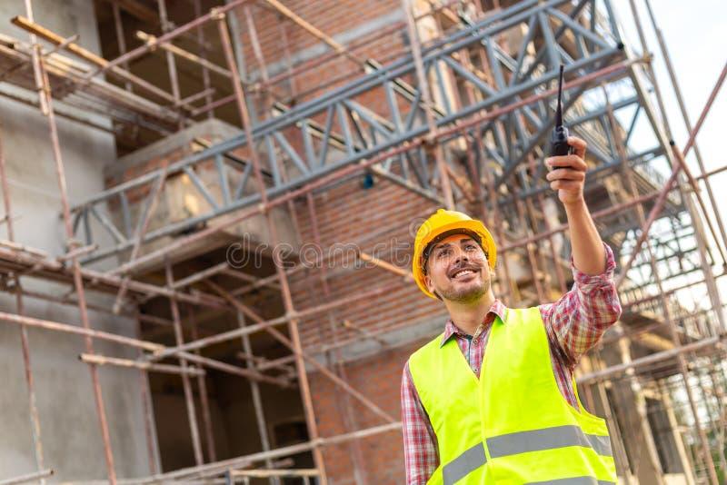 Η εφαρμοσμένη μηχανική διευθυντών στην τυποποιημένη ομοιόμορφη εργασία ασφάλειας χύνει στοκ εικόνα με δικαίωμα ελεύθερης χρήσης