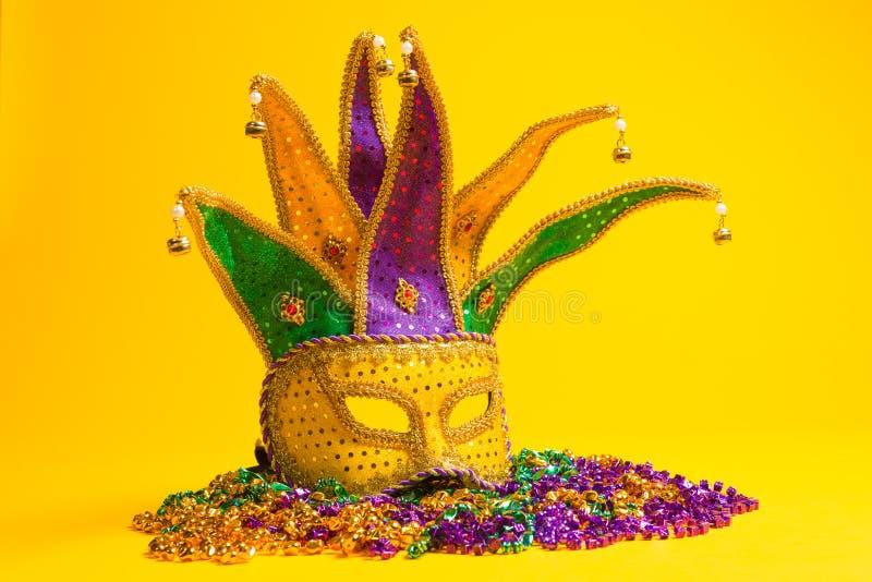 Η ζωηρόχρωμη ομάδα Mardi Gras ή Βενετός καλύπτει ή κοστούμια σε ένα Υ στοκ φωτογραφίες με δικαίωμα ελεύθερης χρήσης
