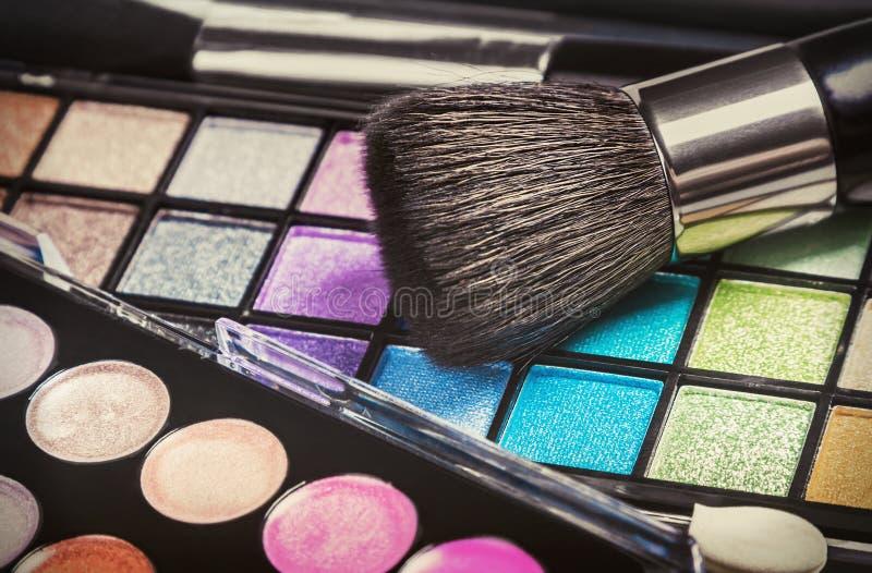 η ζωηρόχρωμη σκιά ματιών αποτελεί τις παλέτες στοκ εικόνες με δικαίωμα ελεύθερης χρήσης