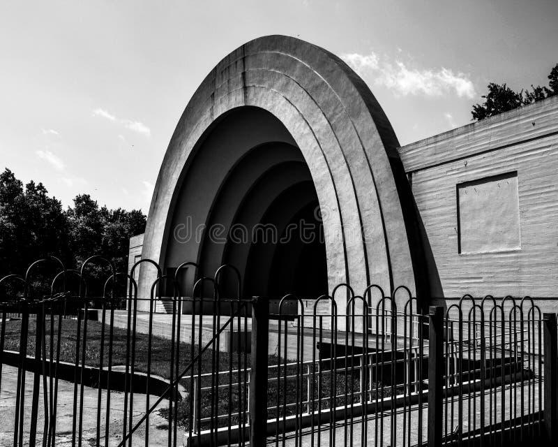 Η ζώνη Shell - αρχιτεκτονική στο δίκαιο πάρκο στοκ φωτογραφίες με δικαίωμα ελεύθερης χρήσης