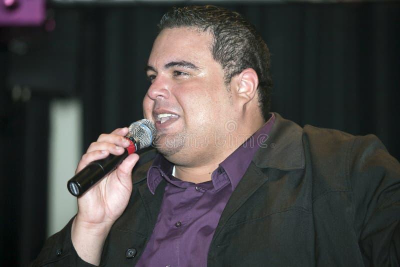 Η ηγουμένη αποδίδει κατά τη διάρκεια μιας χριστιανικής συναυλίας στη Νέα Υόρκη Bronx στοκ φωτογραφία με δικαίωμα ελεύθερης χρήσης