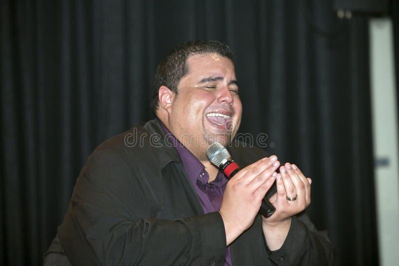 Η ηγουμένη αποδίδει κατά τη διάρκεια μιας χριστιανικής συναυλίας στη Νέα Υόρκη Bronx στοκ φωτογραφίες