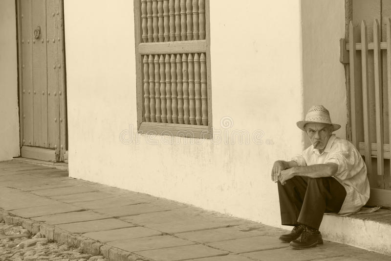 Ηληκιωμένος με το πούρο Cubanian στοκ εικόνα