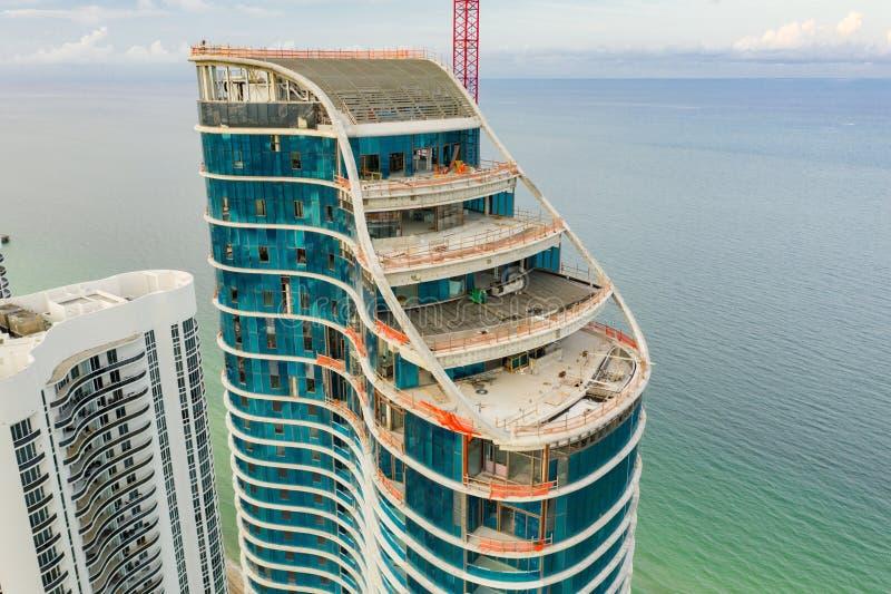 Η ηλιόλουστη παραλία νησιών κατοικιών Ritz Carlton στοκ εικόνες