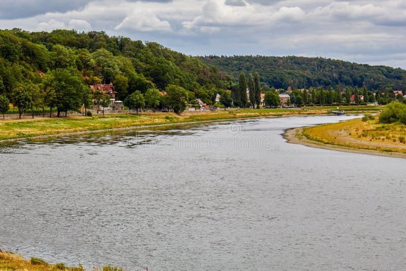 Η ημέρα ενός καλοκαιριού στον ποταμό Elbe στοκ φωτογραφίες