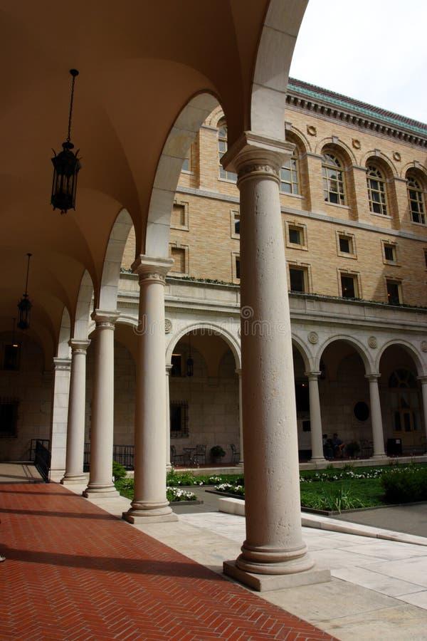 Η δημόσια βιβλιοθήκη της Βοστώνης είναι ένα από τα μεγαλύτερα δημοτικά σύστημα δημόσια βιβλιοθηκών στις Ηνωμένες Πολιτείες στοκ εικόνες