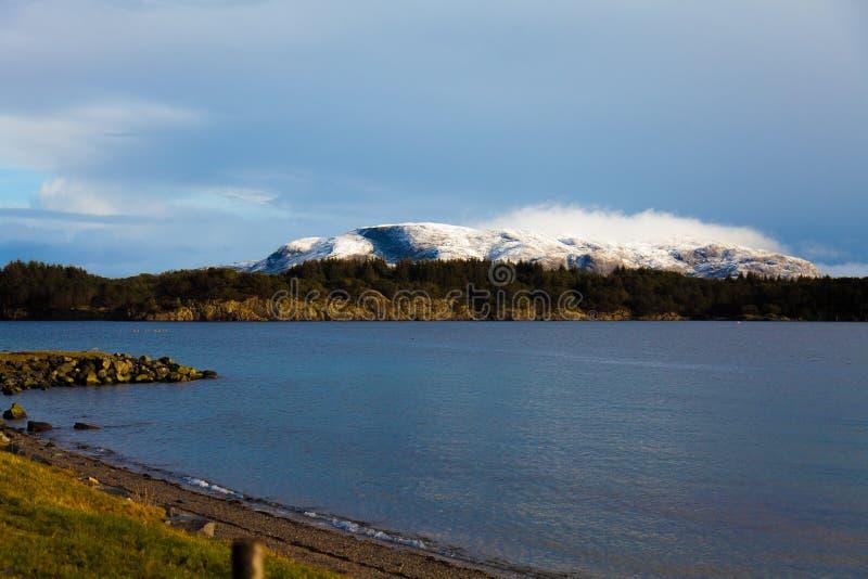 Η ηρεμία ενός φιορδ στη Νορβηγία στοκ φωτογραφία