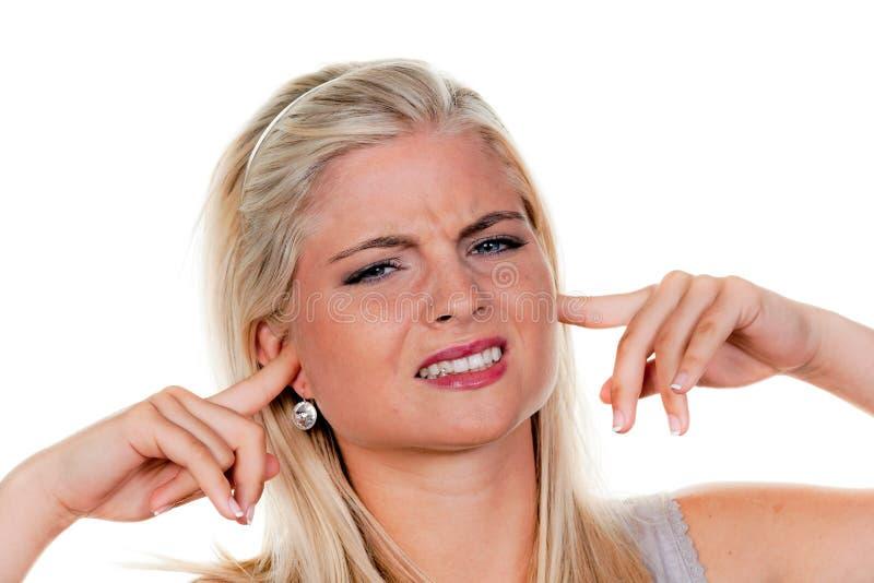 η ηχορρύπανση υφίσταται τη γυναίκα στοκ φωτογραφίες με δικαίωμα ελεύθερης χρήσης