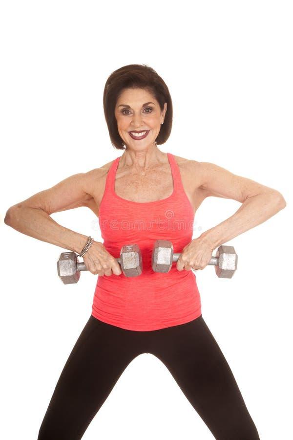 Η ηλικιωμένη γυναίκα workout ζυγίζει σηκώνει στοκ εικόνες