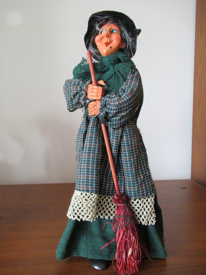 Η ηλικιωμένη κυρία έτοιμη για το Epiphany στοκ εικόνα με δικαίωμα ελεύθερης χρήσης
