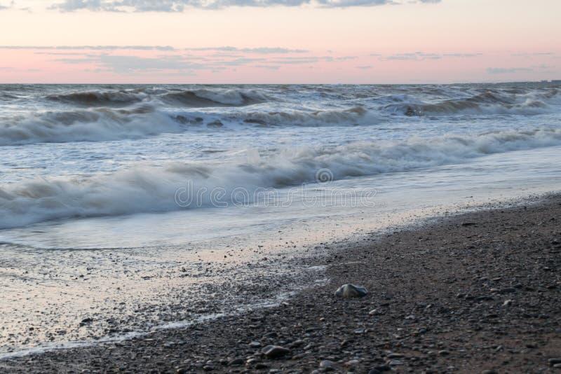 Η θάλασσα στο ηλιοβασίλεμα στοκ εικόνες με δικαίωμα ελεύθερης χρήσης