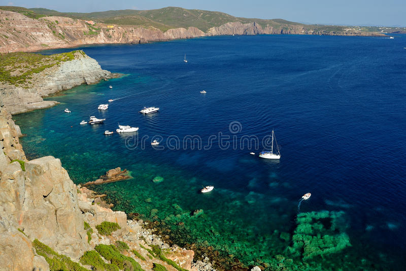 Η θάλασσα της Σαρδηνίας, Ιταλία - Carloforte στοκ εικόνες