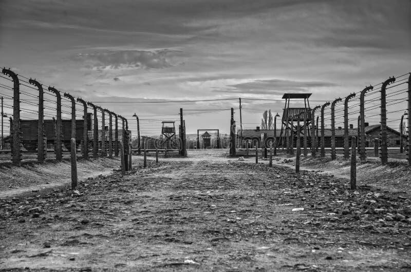 Η θέση όπου οι φυλακισμένοι κατέβηκαν το τραίνο Barak Καναδάς Φρουρά υπόστεγων σε Auschwitz στοκ εικόνες