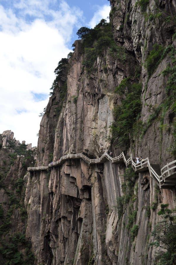 Η θεαματική σκάλα περιβάλλει το βουνό στοκ εικόνα με δικαίωμα ελεύθερης χρήσης