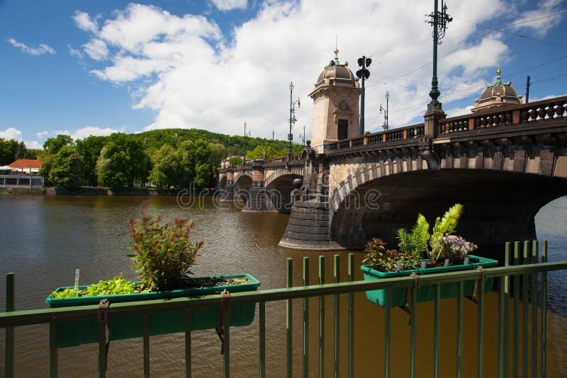 Η διάσημη γέφυρα των λεγεωνών στην Πράγα στοκ φωτογραφίες