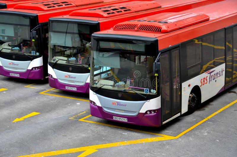 Δημόσια λεωφορεία κατόχων διαρκούς εισιτήριου στο λεωφορείο τελική Σιγκαπούρη στοκ φωτογραφίες