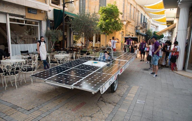 Ηλιακά τροφοδοτημένα αυτοκίνητα στοκ φωτογραφία