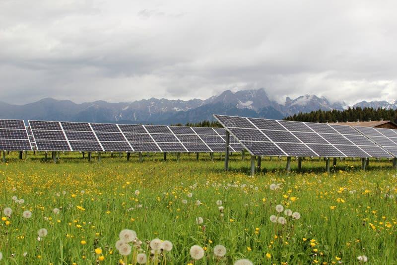 ηλιακή έκδοση ισχύος επιτροπής ανασκόπησης μπλε στοκ εικόνες