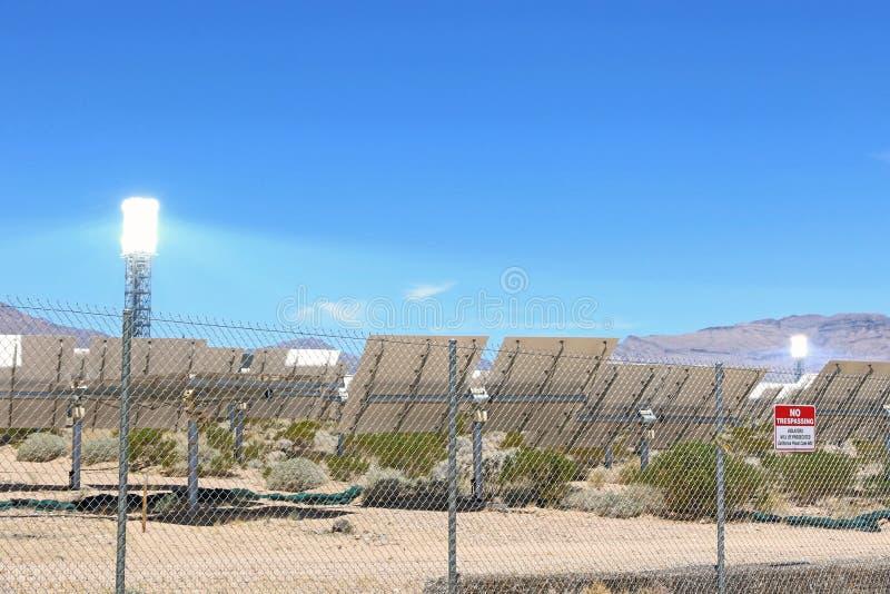 Ηλιακή ενέργεια που παράγει το σύστημα στοκ φωτογραφία