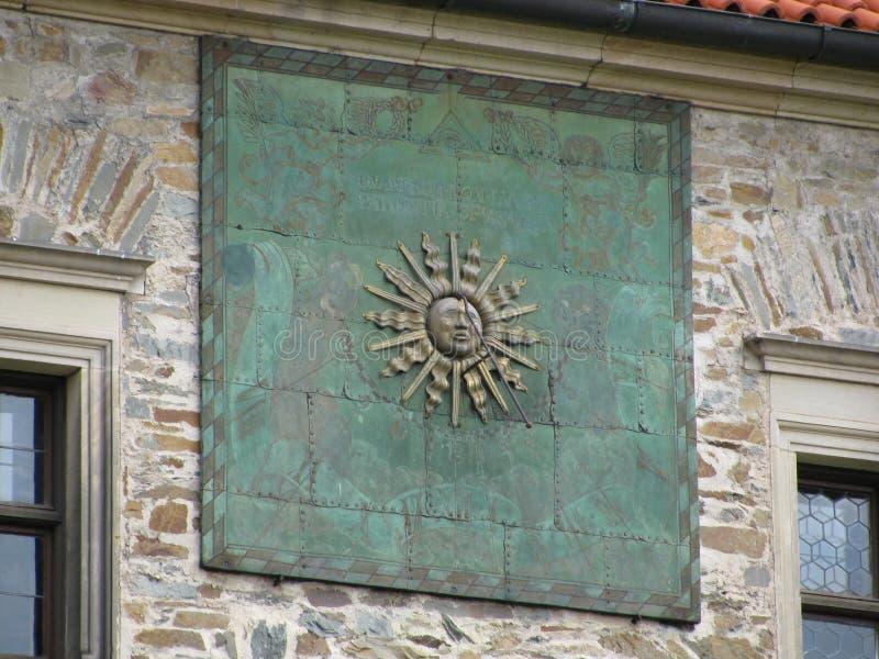 Ηλιακό ρολόι στο ιστορικό κάστρο bouzov στοκ φωτογραφία με δικαίωμα ελεύθερης χρήσης