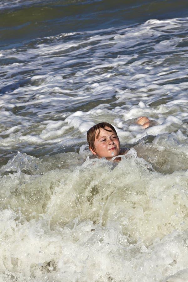 Download η διασκέδαση παιδιών έχει &tau Στοκ Εικόνες - εικόνα από ευτυχής, ηθοποιών: 62723490