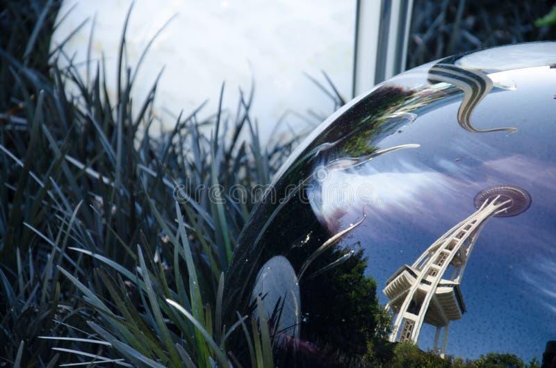 Η διαστημική βελόνα, που απεικονίζει από τη σφαίρα γυαλιού, Σιάτλ, πολιτεία της Washington, ΗΠΑ στοκ φωτογραφίες με δικαίωμα ελεύθερης χρήσης