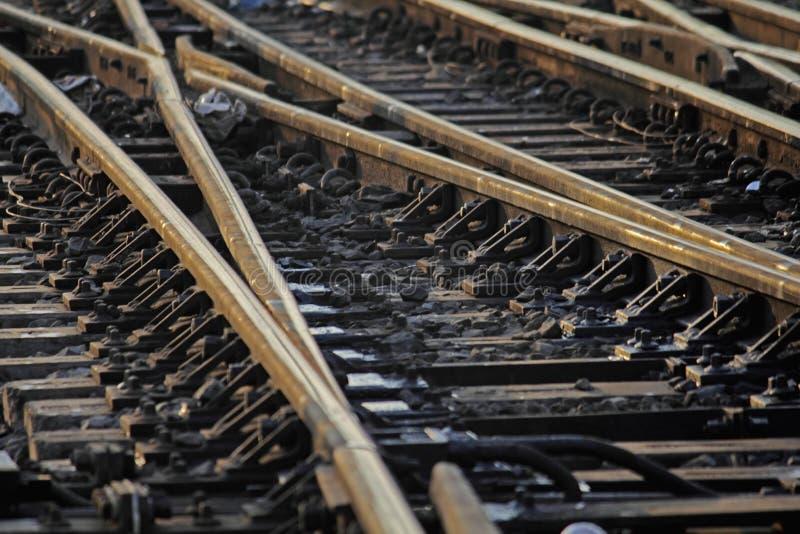 Η διαδρομή σιδηροδρόμων που συγχωνεύει, σύνολο σημείων στη διαδρομή τραίνων σιδηροδρόμων στοκ εικόνες