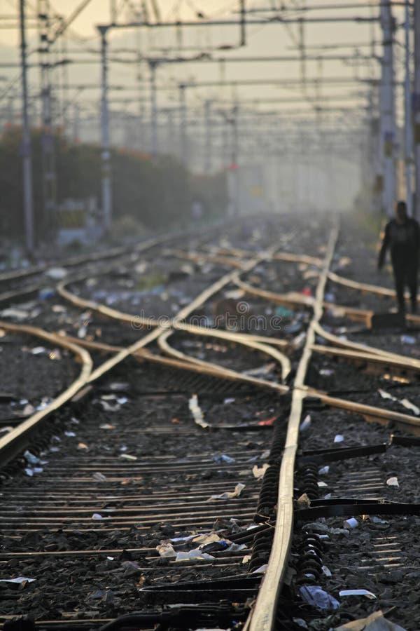 Η διαδρομή σιδηροδρόμων που συγχωνεύει, σύνολο σημείων στη διαδρομή τραίνων σιδηροδρόμων στοκ εικόνα