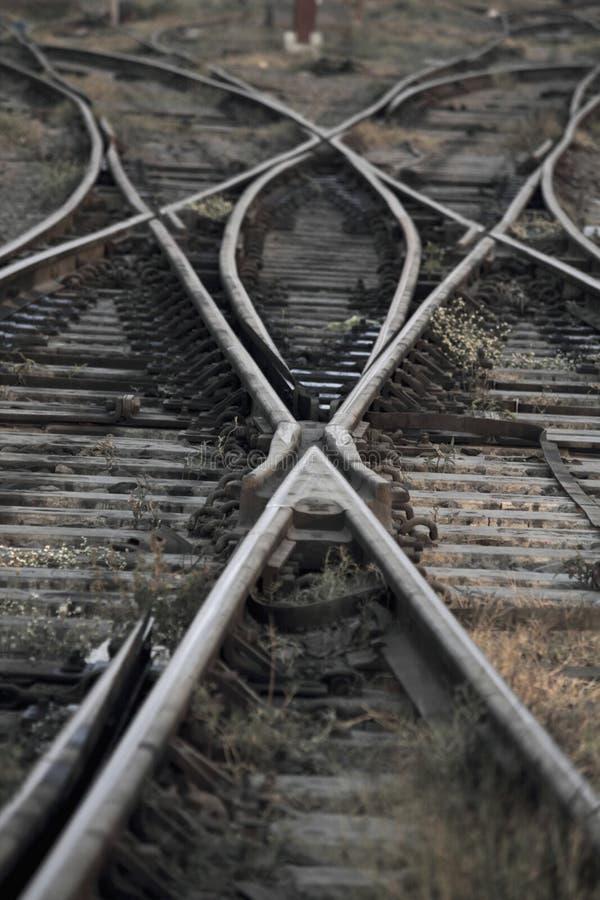 Η διαδρομή σιδηροδρόμων που συγχωνεύει, σύνολο σημείων στη διαδρομή τραίνων σιδηροδρόμων στοκ φωτογραφίες με δικαίωμα ελεύθερης χρήσης