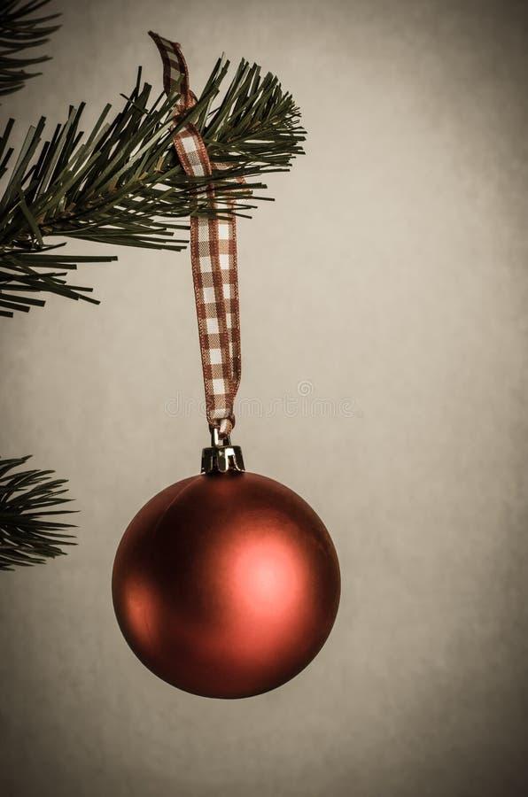 Ηλικίας μπιχλιμπίδι Χριστουγέννων στο δέντρο στοκ εικόνες