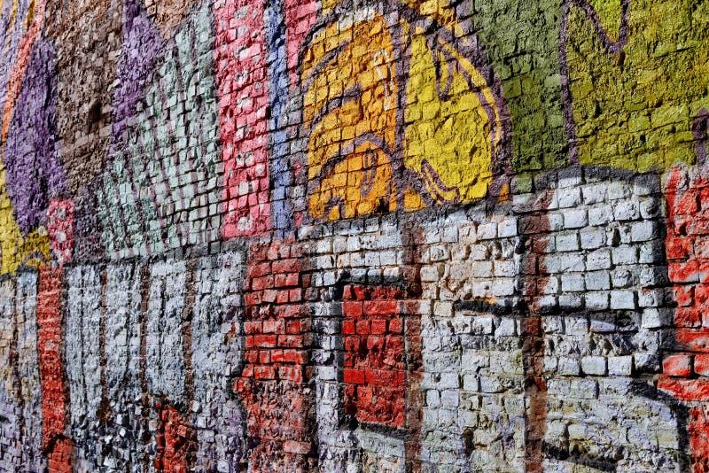 Ηλικίας τουβλότοιχος με το graffity στοκ φωτογραφίες με δικαίωμα ελεύθερης χρήσης