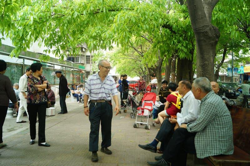 Ηλικιωμένος άνθρωπος στον κοινοτικό ελεύθερο χρόνο στοκ φωτογραφία