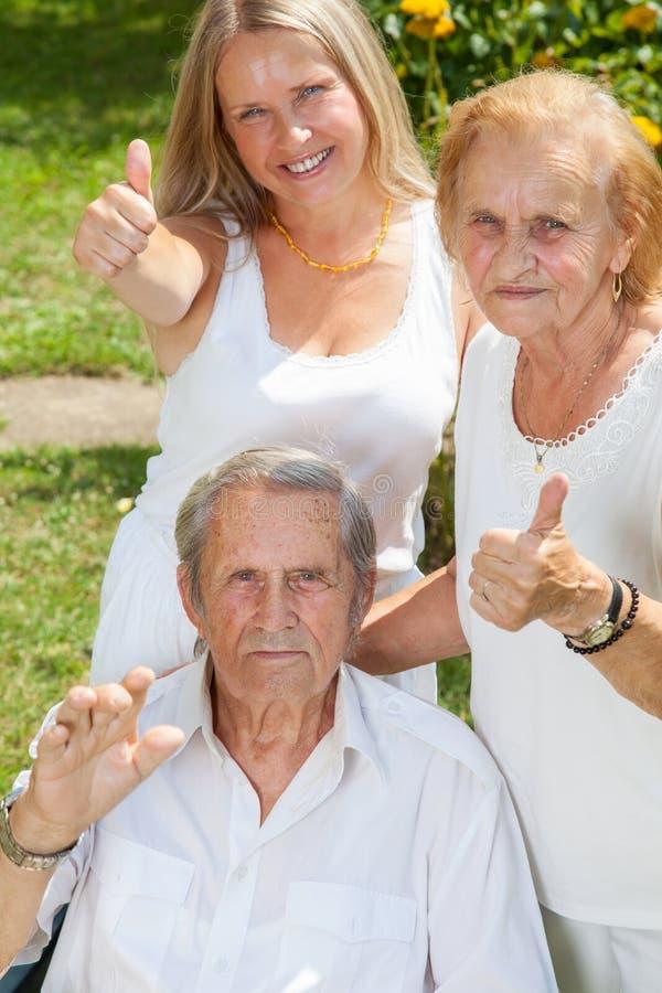 Ηλικιωμένο ζεύγος και η κόρη τους στοκ φωτογραφία