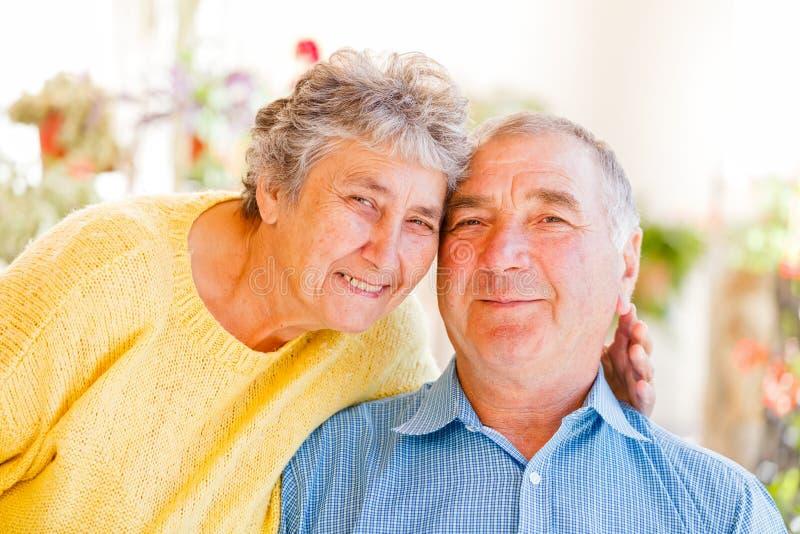 Ηλικιωμένο ζεύγος στοκ φωτογραφία με δικαίωμα ελεύθερης χρήσης