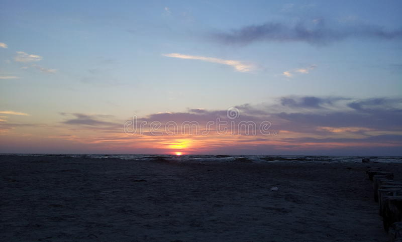 Ηλιοβασίλεμα από τη θάλασσα της Βαλτικής στοκ εικόνες με δικαίωμα ελεύθερης χρήσης
