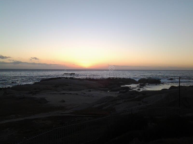 Ηλιοβασίλεμα από τον όρμο κοριτσιών στοκ εικόνες